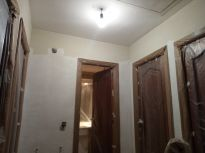 Aplicando 1ª mano de aguaplast rellenos en paredes (3)