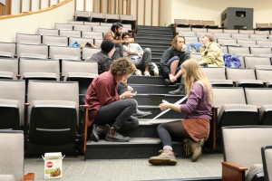Students discuss racial tension on campus and make posters for demonstration on Nov. 18. (Katie Kelly/Pioneer Log)