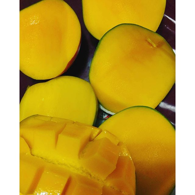 Mono meal 5 mangos 250 g carb 1000 calories Carbing up before the Comedy Show tonight. #lunch #rt4 #RawTil4 #CarbUp