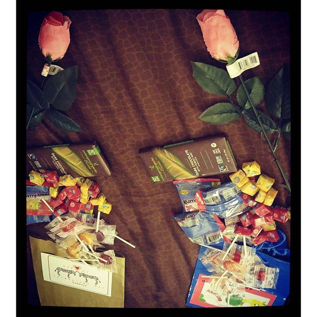 Happy Valentine's Day #CrueltyFree #ValentinesDay #Valentine #VeganCandies #VeganCandy #DarkChocolate #YumEarth #Gummies #PinkRoses #ChewyCandy #YUM
