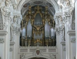 Passau organ, photo by Andreas Praefcke