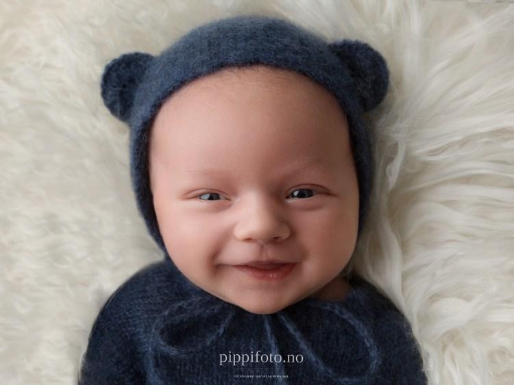 nyfødtfotografering-oslo-nyfødtbilder-babyfotografering-babysmil-nyfødtgutt-babyklær- babyfoto