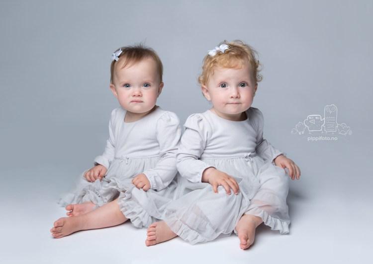 tvillinger, baby tvillinger, babyfotograf, 1års fotografering, fotostudio på Kolbotn