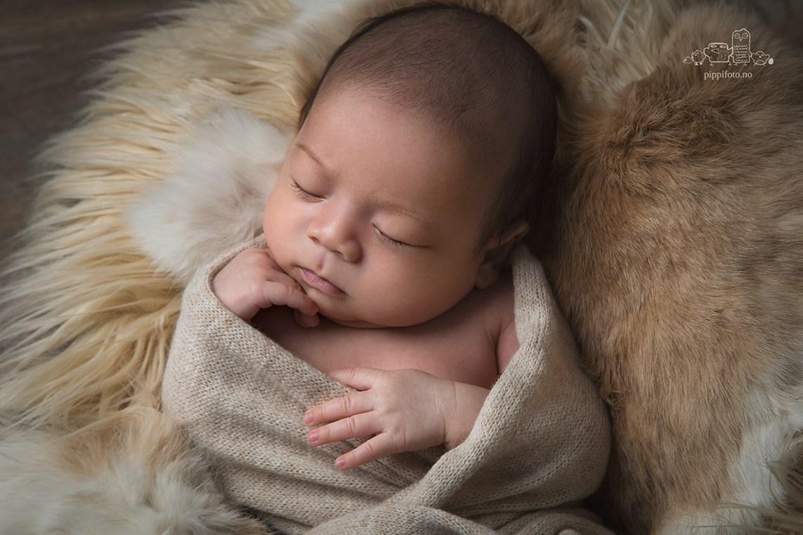 familiefotografering-nyfodtfotografering-nyfodtfoto-nyfodtgutt-termindato-babyfoto-nyfodtgutt-fotograf-oppegard