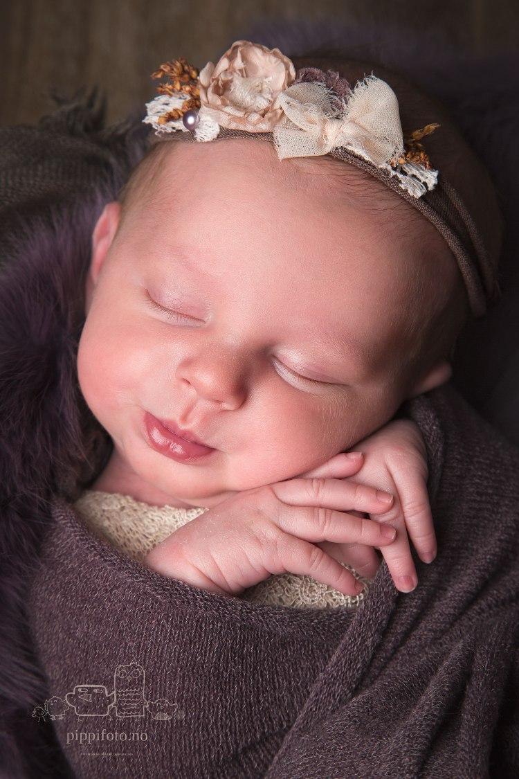 nyfødtfoto-babyfotograf-nyfødtfotografering-Oslo-barseltid-barselliv-studiofotografering