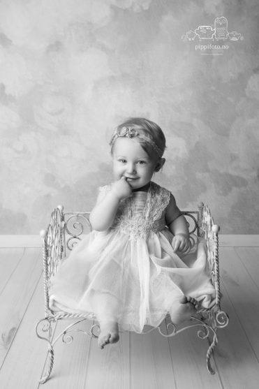 svart-hvitt barnefoto