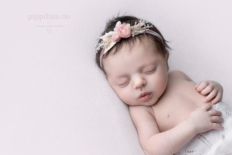 nyfødtfotograf_nyfødtfoto_ta_bilder_av_nyfødt_oslo- hjemmefotografering