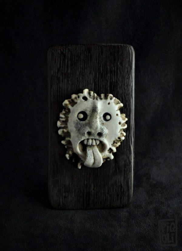jack-lang-bois-d'élan-chêne-de-tourbière-de-la-briere-morta-bog-oak-moose-antlerCouronne de bois d élan sculpté sur chêne de tourbières