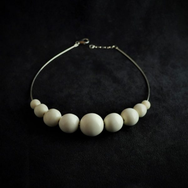 Collier rivière de perles en ivoire de mammouth