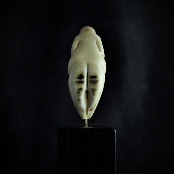 vénus paleolithique gravettienne ivoire de mammouth mother goddess vénus de lespugue
