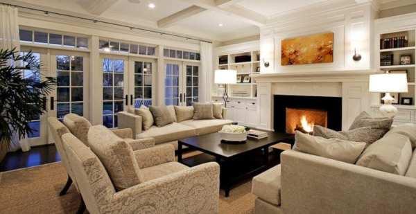 Дизайн гостиная с камином в загородном доме фото – дизайн ...