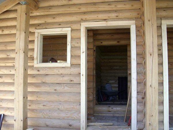 Видео установка металлической двери в деревянном доме ...