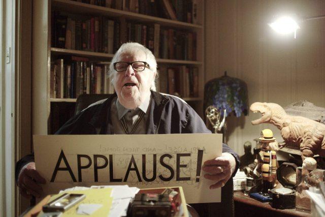 Uma foto do escritor Ray Bradbury, em 2009, no seu escritório