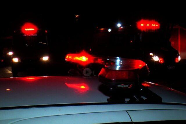 Uma foto que mostra sirenes da viatura durante a ocorrência