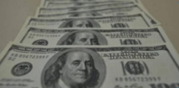 uma foto das cédulas de dólar desta terça-feira 29-09-2020