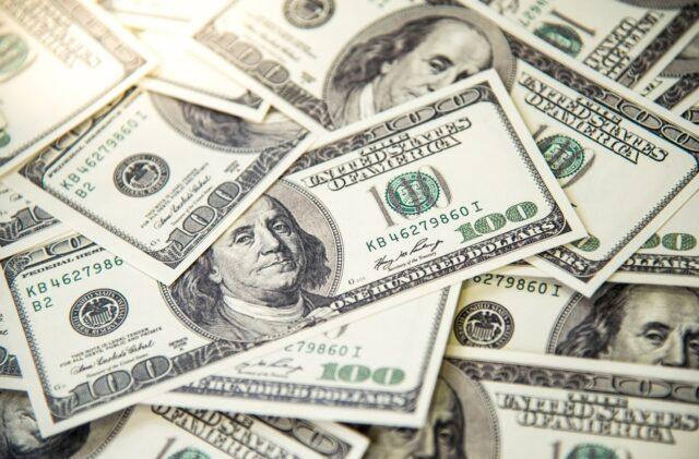uma foto das cédulas do Dólar desta sexta-feira 02-10-2020