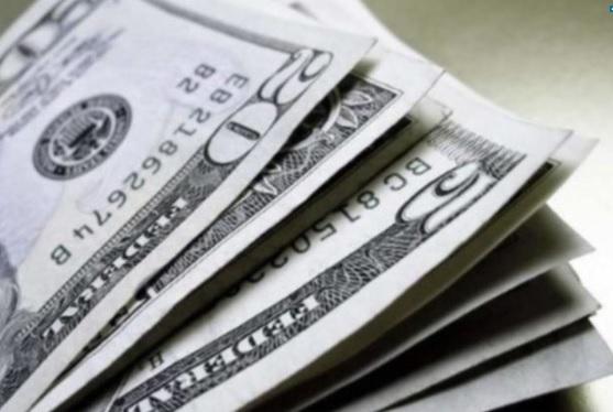 uma foto da cédula do dólar desta quinta-feira 01-10-2020
