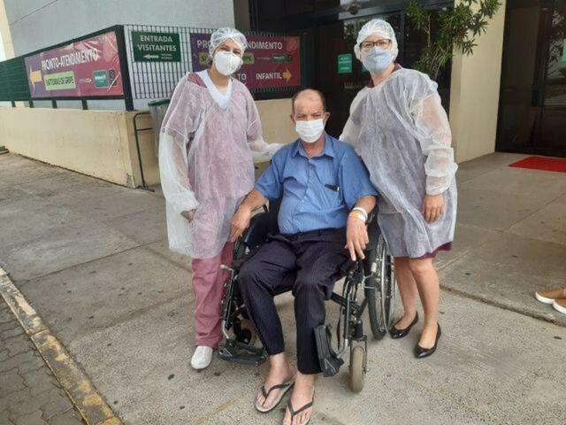 Após receber alta, idoso agradece médicos e enfermeiros que o salvaram da Covid em Piracicaba
