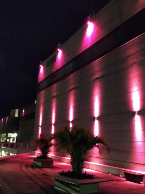 Shopping Piracicaba ilumina fachada de rosa para conscientizar pessoas sobre o câncer de mama