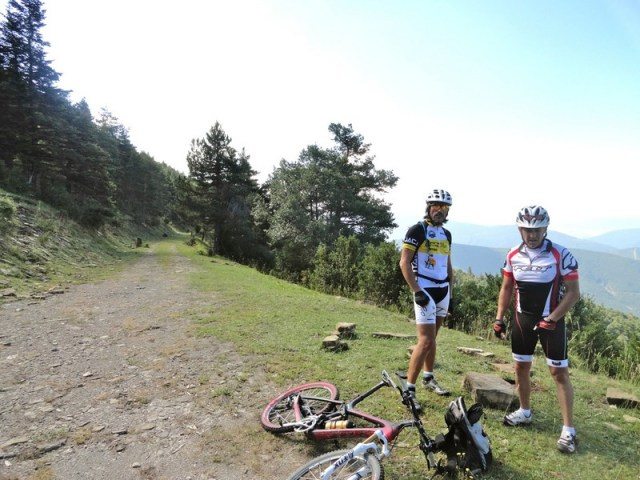 Cristóbal y Brasi en el punto más alto de la ruta