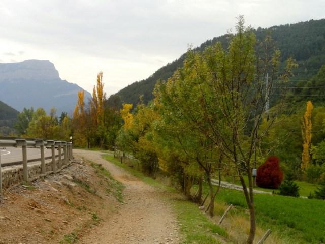 Camino de Jaca, la peña Oroel