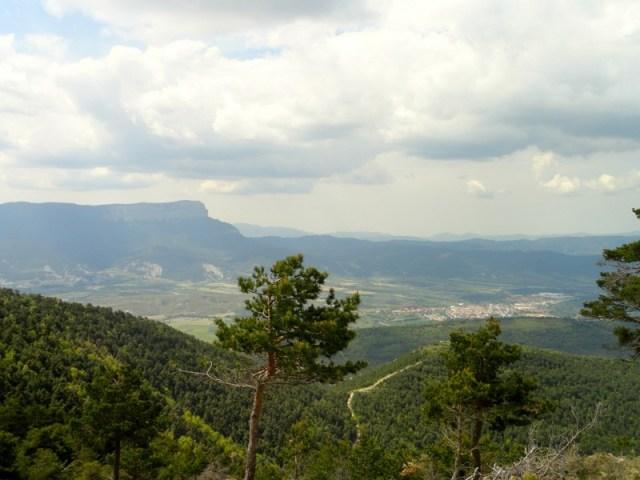 Vista pasado el el Alabrín, Oroel, con Barós debajo y a la derecha Jaca