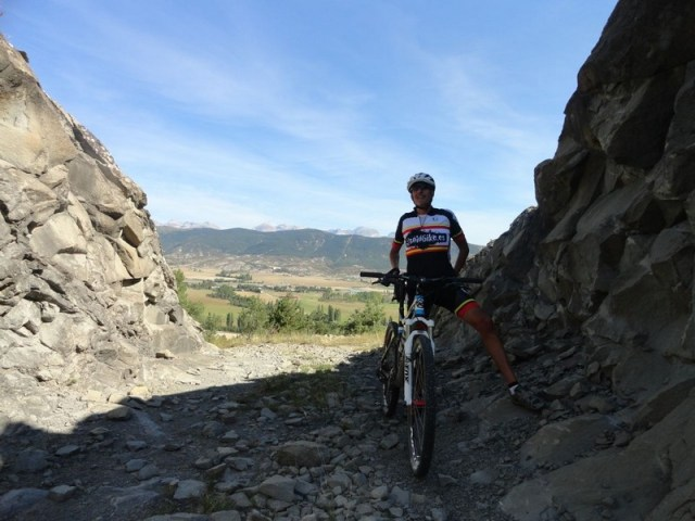 Brecha en la roca, para pasar a Jarlata.