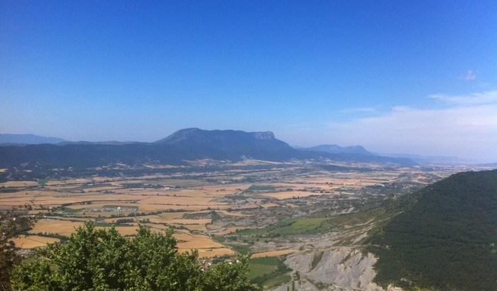Oroel, destacando sobre la Val Ancha