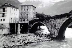 Puente de Broto. Al fondo Ordesa