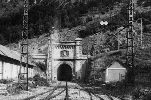 Boca sur del túnel de Canfranc