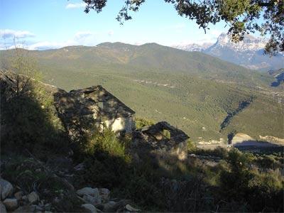 imagen de Silves, al fondo peña montañesa