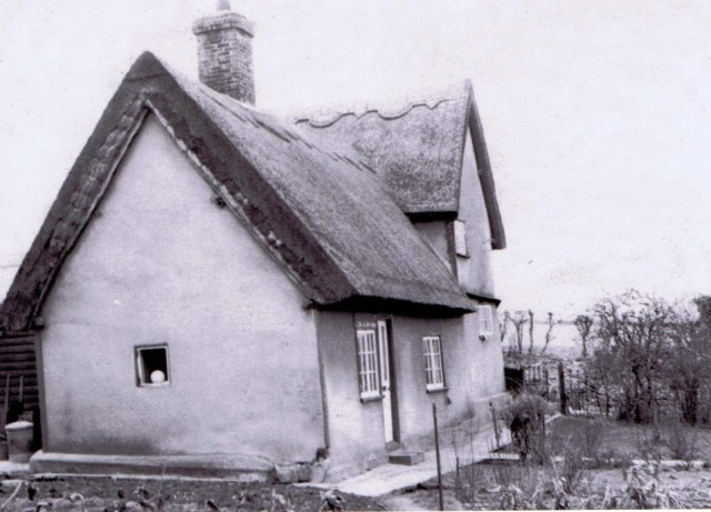 This photo was sent by Pauline O'Neill nee Groves from New Zealand. It is the cottage in 1960.