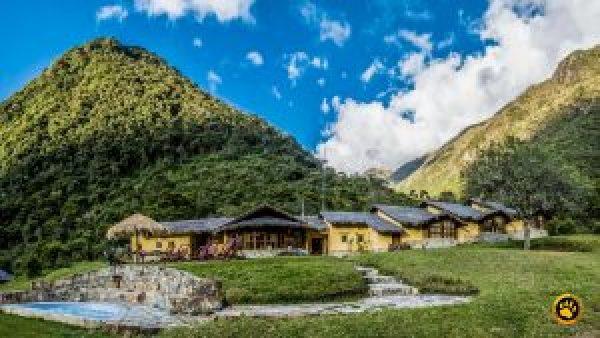 Hoje em dia, hotéis rústicos e muito luxuosos estão nas trilhas incas de Salcantay e de Lares, transformando a trilha em uma experiência muito sofisticada.