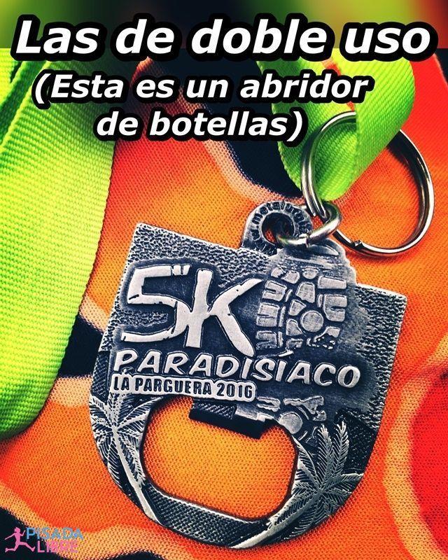 Medalla del 5k Paradisíaco en La Parguera con abridor de botella.