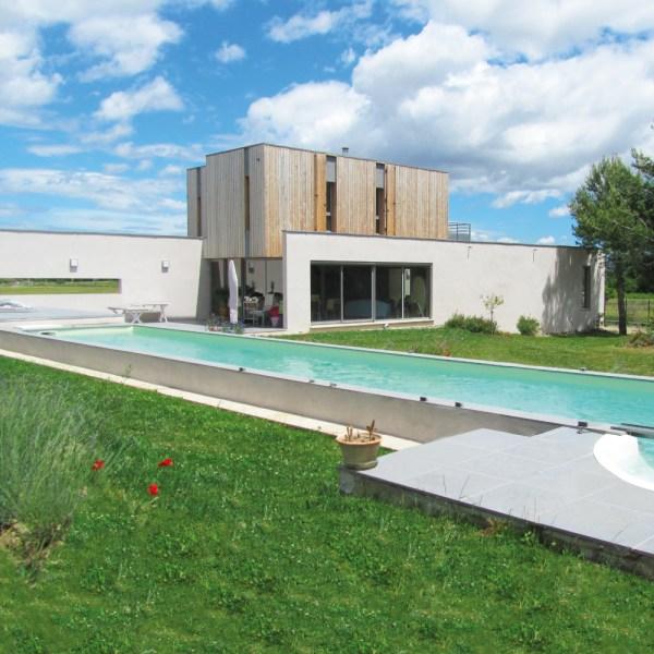 Le couloir de nage est la piscine la plus design de toute. Elle sera la touche finale d'une maison d'architecte
