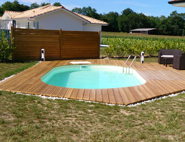 La piscine ovale, une forme intemporelle