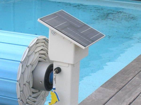 Le panneau solaire en option à intégrer au volet hors-sol RYVIERA AXCE'S