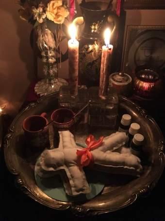 Detta är kärleksmagi med Voodoo dockor.
