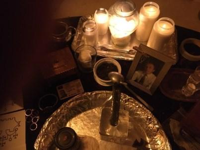 これは、Goetiaのアンデッドと悪魔と一緒の降霊術の儀式です。