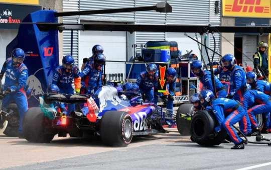 Cambio de neumáticos en Toro Rosso