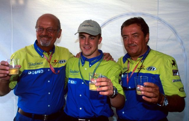Minardi celebrando un triunfo con Alonso en la F3000