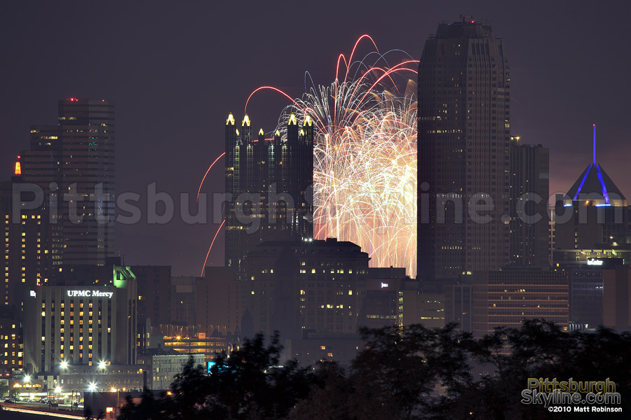 July 4th Pittsburgh fireworks from Schenley Park