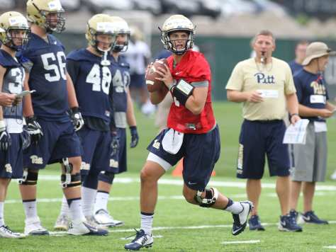 Thomas MacVittie drops back to pass during the first practice of the season (Photo credit: David Hague)