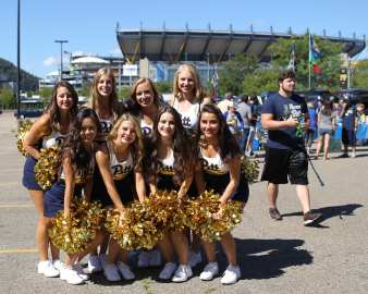Cheerleaders September 3, 2016 (Photo credit: David Hague)