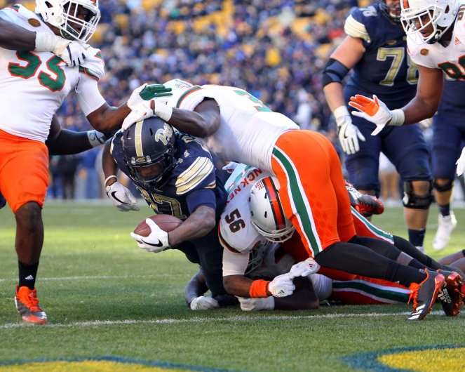 Qadree Ollison (37) dives in for the touchdown November 24, 2017 -- DAVID HAGUE/PSN