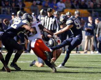 Alex Kessman (97) with the first points of the day for Pitt November 24, 2017 -- DAVID HAGUE/PSN