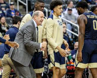 Kevin Stallings in the City Game at PPG Paints Arena December 1, 2017 -- DAVID HAGUE