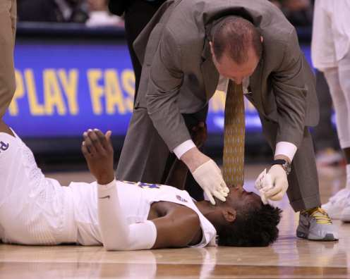 Khameron Davis (13) receives attention after he splits his head open against Syracuse on January 27, 2018 -- DAVID HAGUE