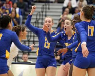 Stephanie Williams (13) celebrates with team after picking up a point October 5, 2018 -- DAVID HAGUE