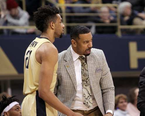 Assistant coach Jason Capel and Terrell Brown (21) January 9, 2019 -- David Hague/PSN